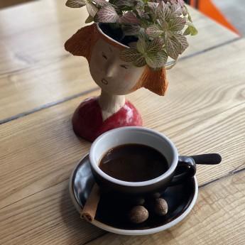 Мелена кава з мускатом та корицею