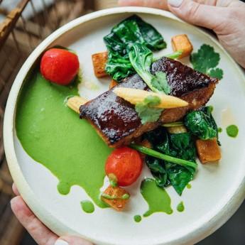 Сом в соусі териякі з овочами